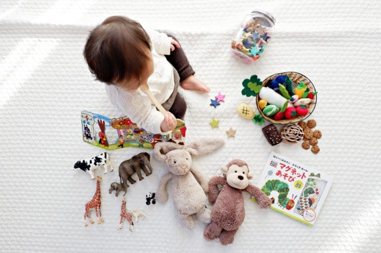 14 Best Travel toys for toddlers on airplanes