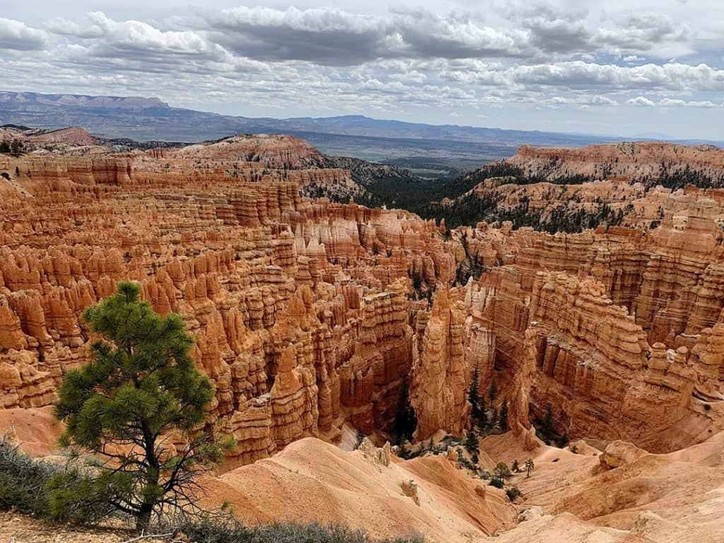 Spectacular view of hoodoos from Inspiration Point