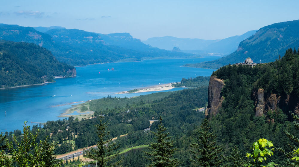 Vista-House-crown-Point-Columbia-River-Gorge-Oregon